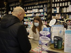 Coronavirus, gli italiani hanno sempre più paura: scende di
