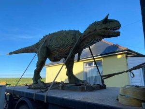 Compra online un dinosauro per il figlio, a casa gli arriva