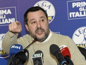 """Salvini insulta le donne straniere che abortiscono: """"Intasan"""