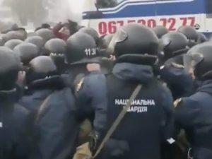 """Ucraina, attaccati bus di rimpatriati dalla Cina: """"Falsa ema"""