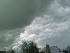 Previsioni meteo 1° aprile, arriva il super anticiclone: pioggia e vento a Centro-Sud