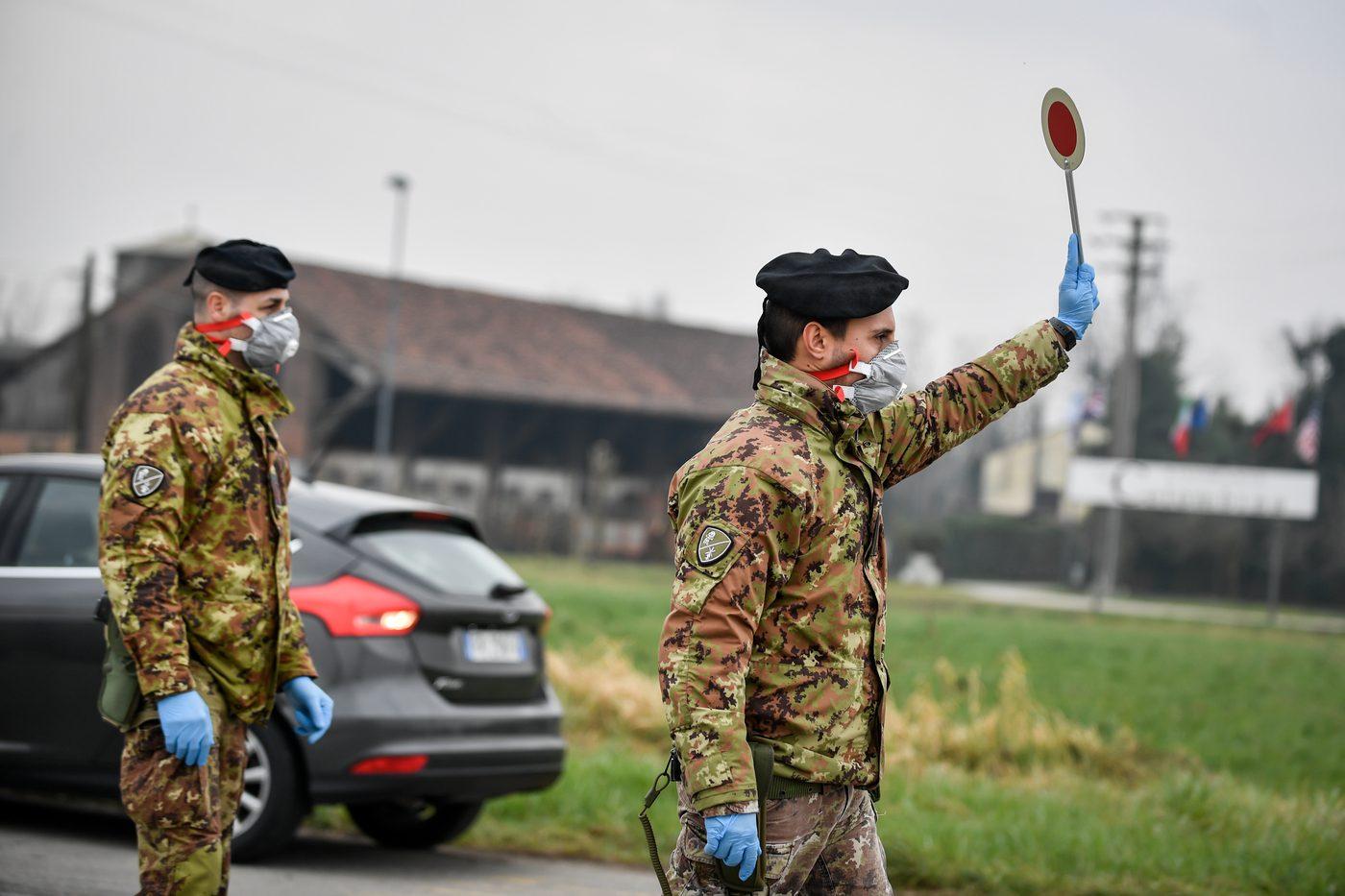 Risultato immagini per militari pattugliano strade per il coronavirus