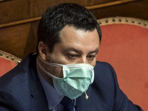 """La bufala di Salvini: """"In Svizzera basta un un foglio e ti a"""