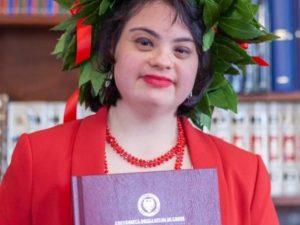 Udine, si laurea la prima studentessa con sindrome di Down: