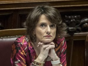 """Ministro Bonetti rilancia l'ora d'aria per i bambini: """"Perme"""