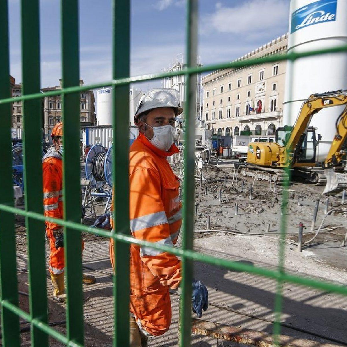 Imprese Di Costruzioni Campania l'allarme dei costruttori: riaprire le librerie? pazzi