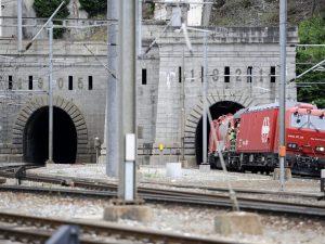 """Guasto al treno nella galleria del Sempione. """"Tre ore blocca"""