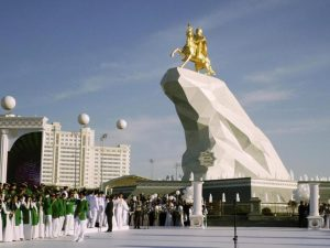"""In Turkmenistan """"non esiste"""" il Coronavirus: se esci con la"""