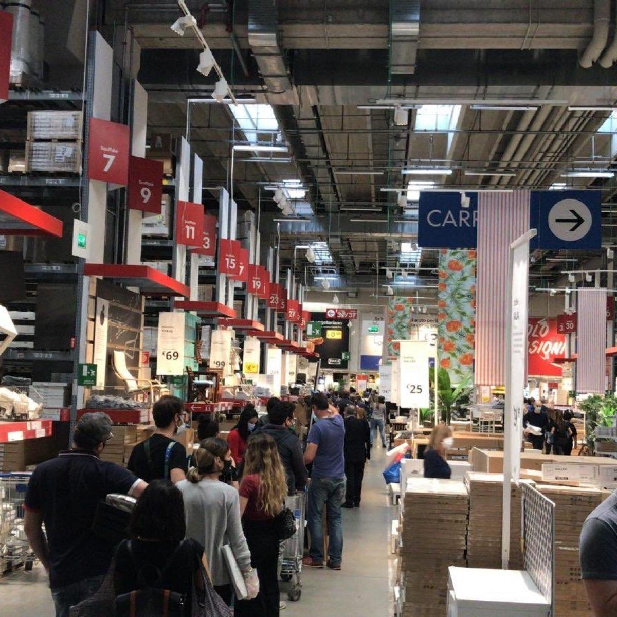 Cucina Bianca E Nera Ikea ikea riapre, è assalto a torino. sindacati: arrivate 15mila