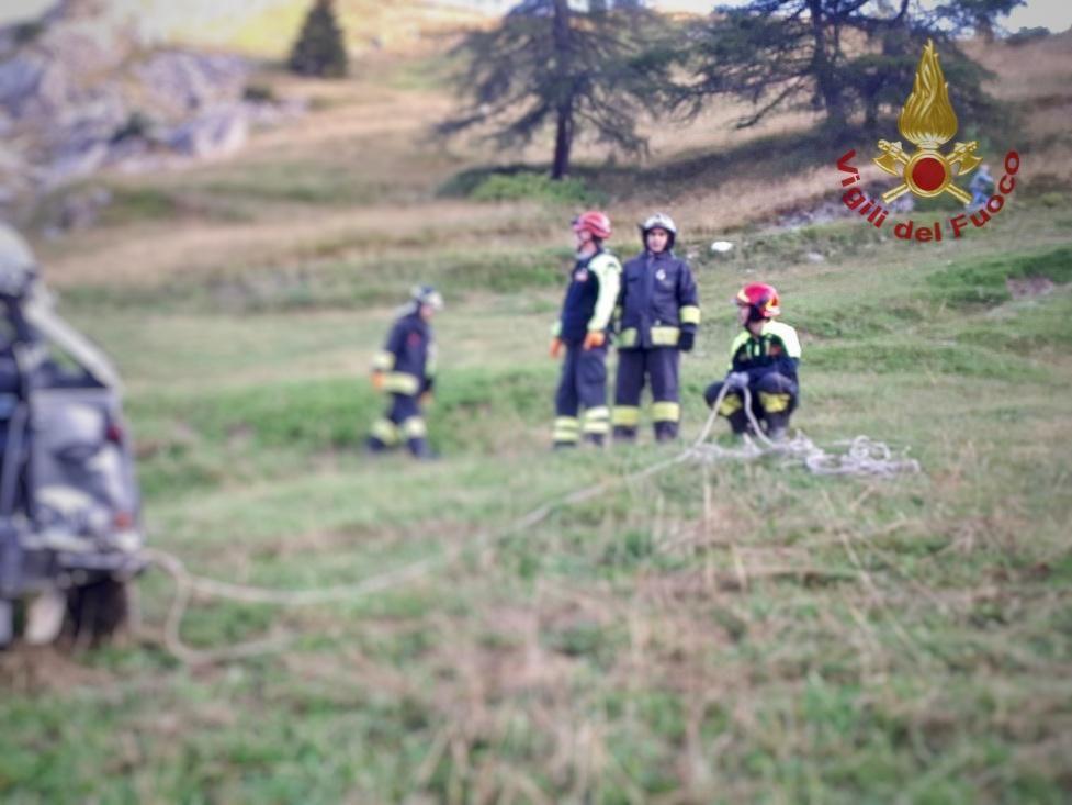 Cuneo, incidente a Castelmagno: auto finisce fuori strada, morti 5 ...