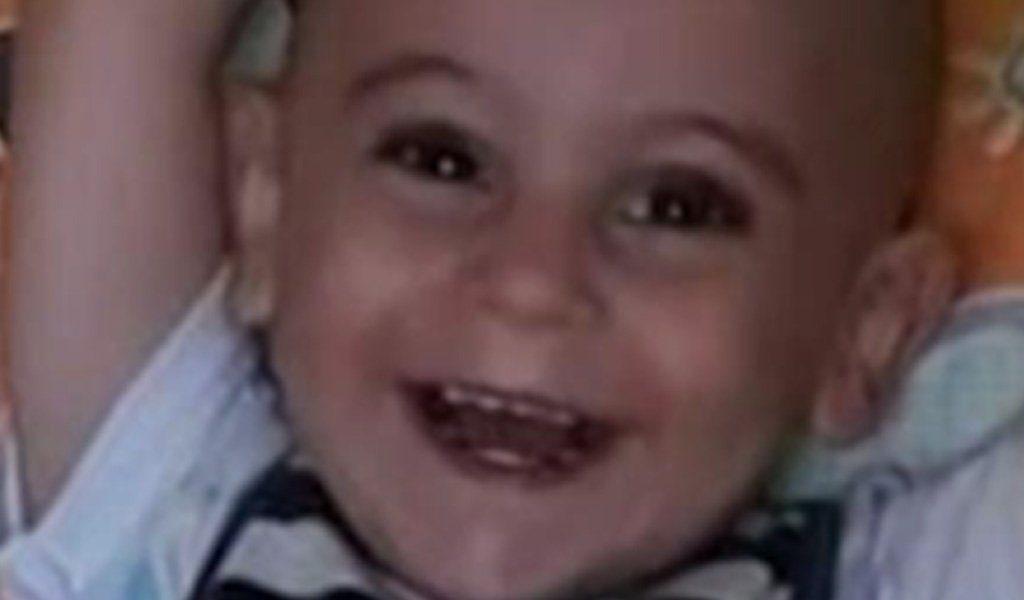 """Siracusa, indagato il padre del piccolo Evan: """"Lo ha picchiato"""" thumbnail"""