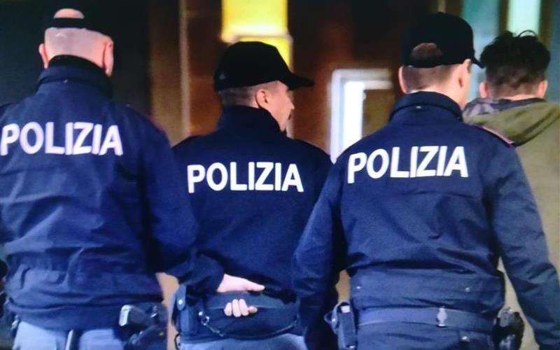 Traffico di droga, corruzione e sequestro di persona: sospesi quattro poliziotti a Torino