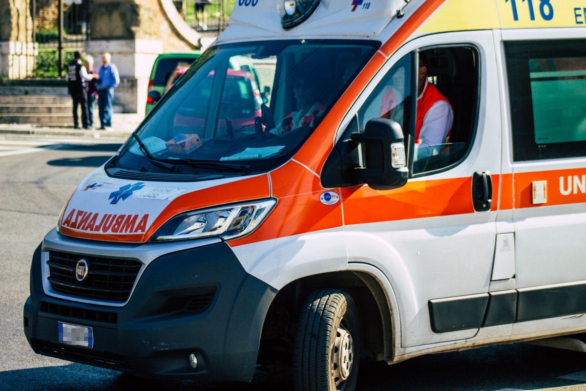 Ancona, dimessa dall'ospedale: investita da un'ambulanza torna subito dentro