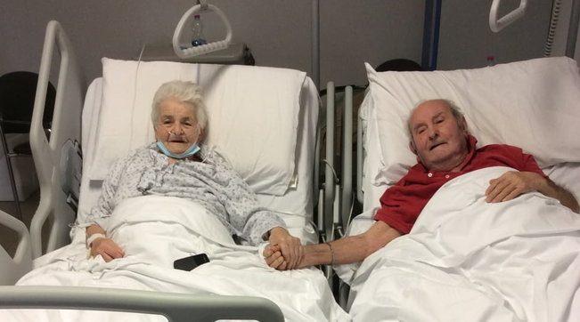 Mano nella mano anche in ospedale, la storia della coppia di 90enni che  sconfigge il Covid a Prato