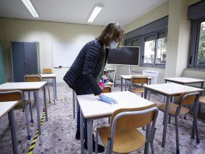 """Scuola, possibile obbligo vaccinale per gli insegnanti: """"Governo deciderà in settimana"""""""