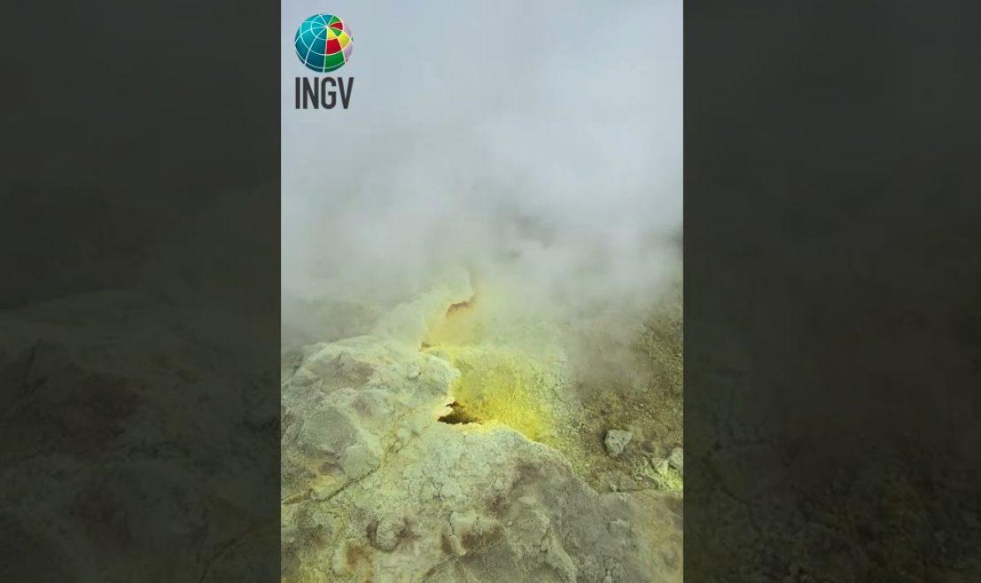 Cosa succede a Vulcano: aumento dell'attività vulcanica, abitazioni evacuate e animali intossicati