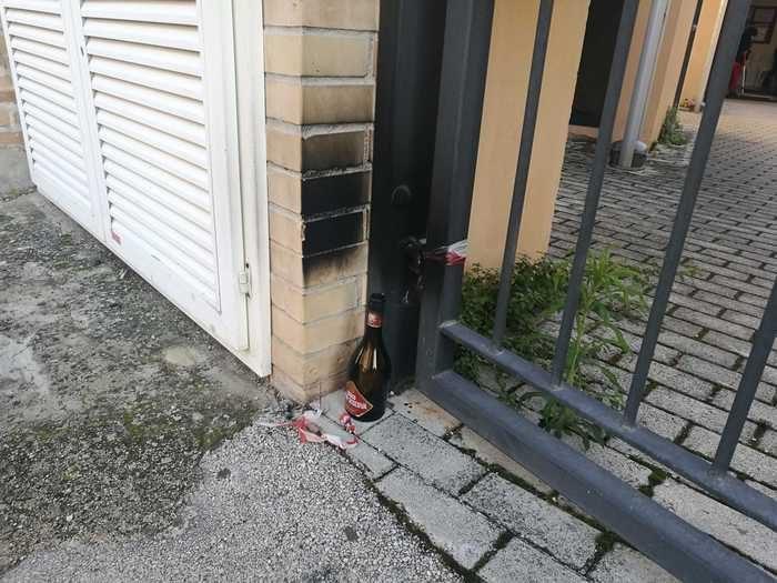 Jesi, bomba molotov davanti alla sede della CGIL