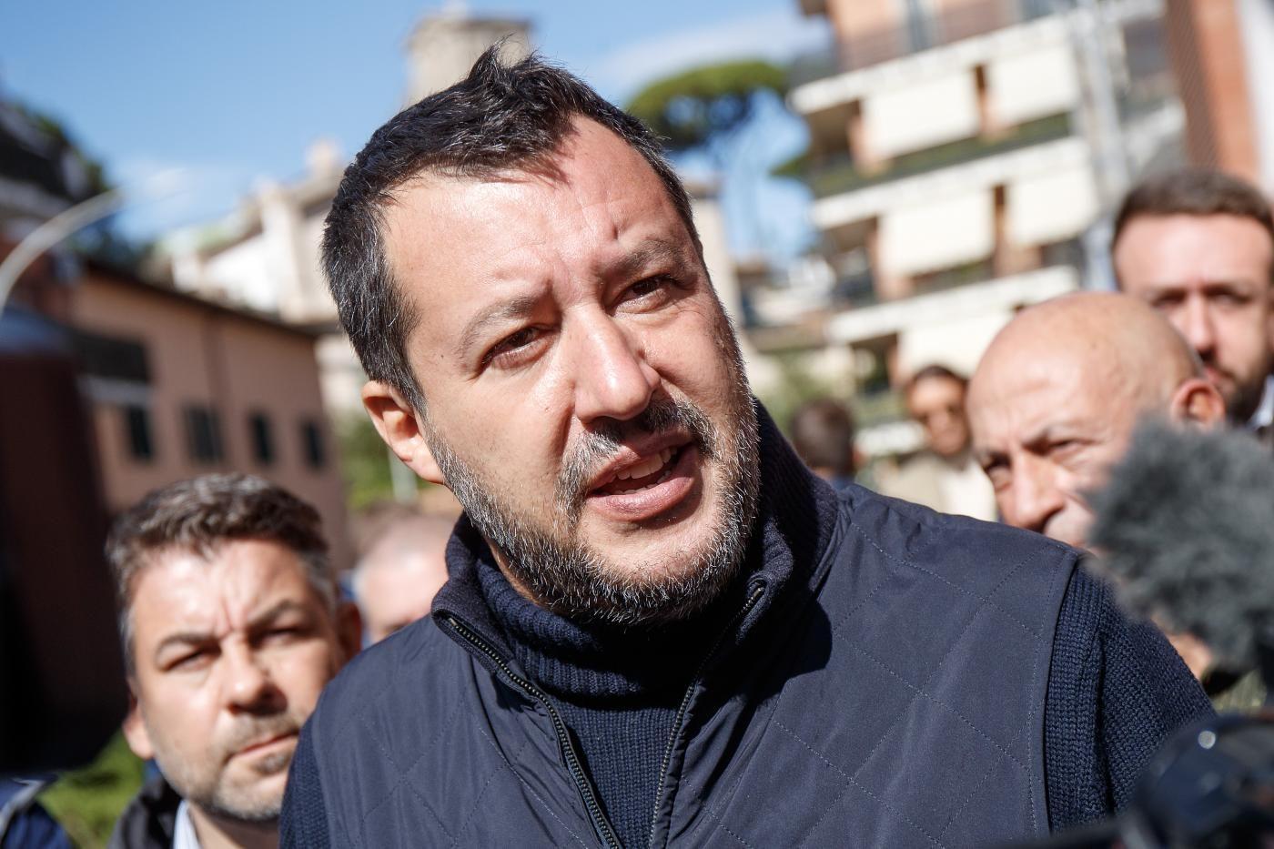 """Salvini attacca Lamorgese: """"Non è all'altezza"""", Letta: """"Destra scarica responsabilità"""""""