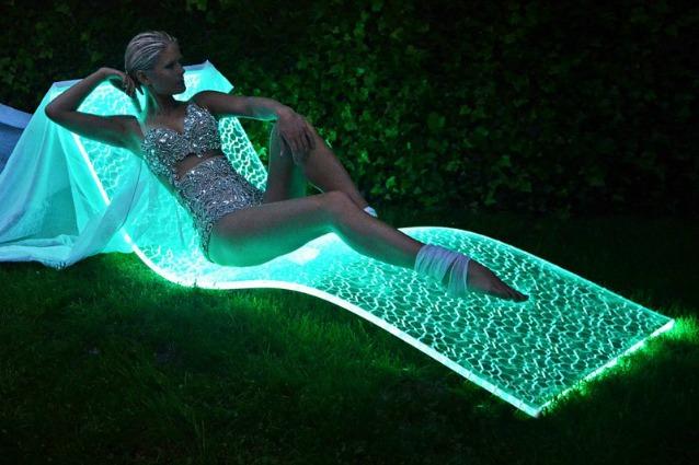 LumiluxE, la prima chaise longue che sembra un tappeto volante