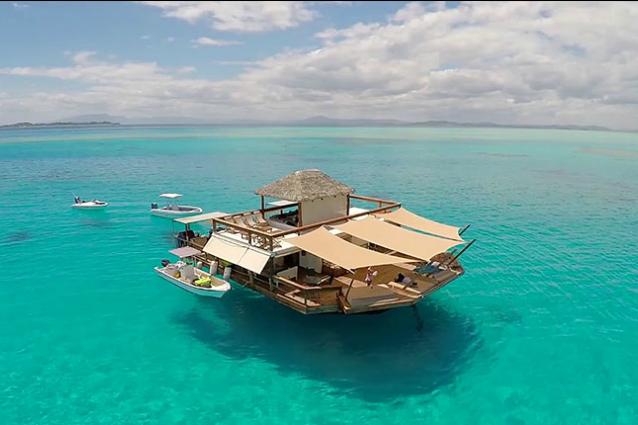 Cloud 9 il bar galleggiante pi incredibile al mondo for Un mezzo galleggiante