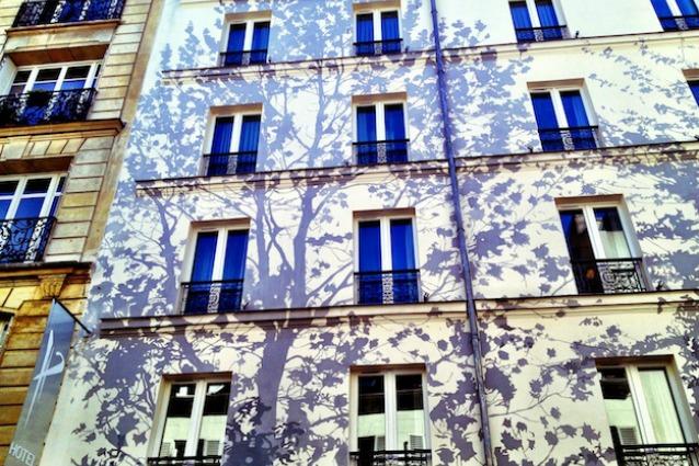 Da una scogliera alla parete di graffiti: le 10 facciate di hotel più belle del mondo