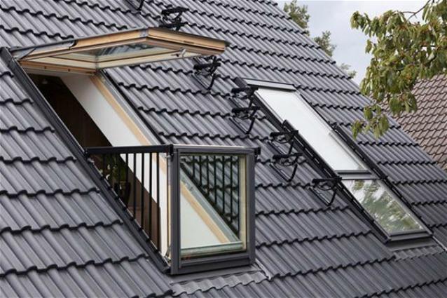 Cabrio il primo lucernario che diventa balcone for Finestre velux per tetti