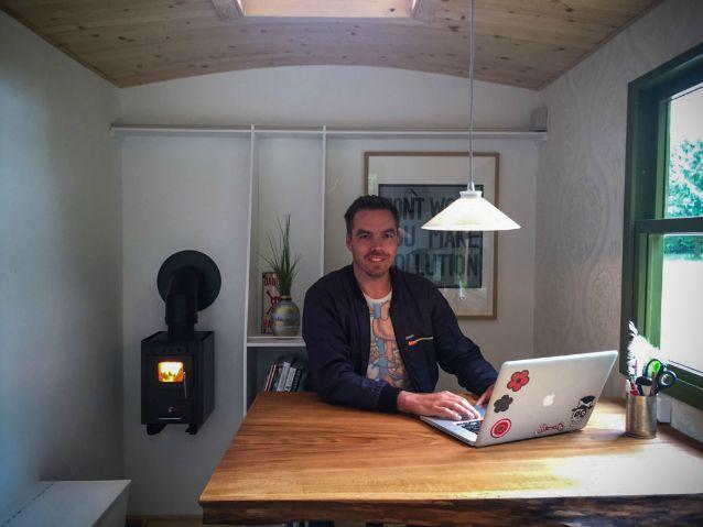 Piccolo Ufficio In Casa : Tiny office l ufficio si fa piccolo e mobile per lavorare ovunque