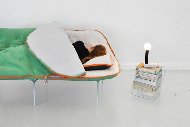 Camp Daybed: ecco il primo divano-sacco a pelo per chi non ...