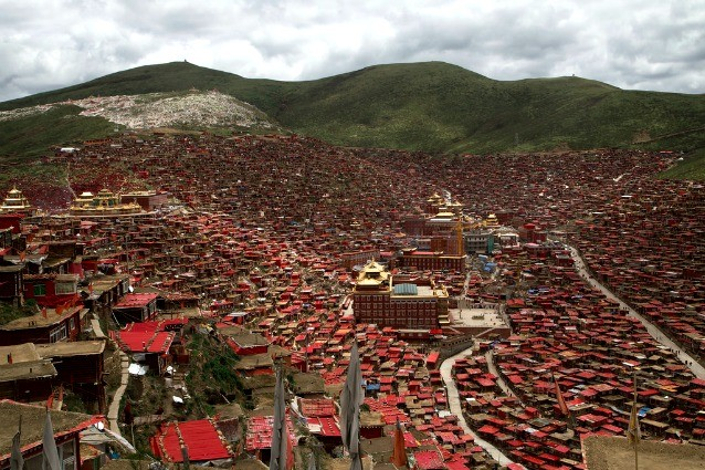 Larung Gar: benvenuti nel villaggio buddista più grande del mondo