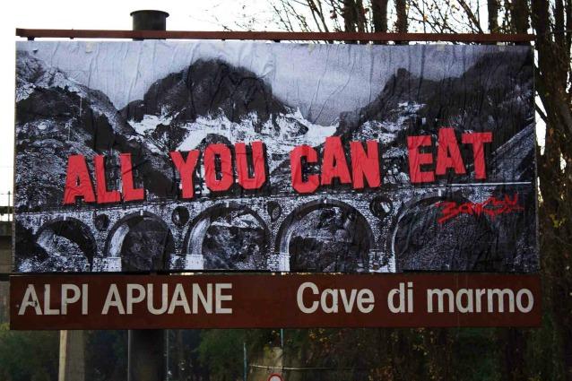 Banksy è in Italia: ecco la sua ultima opera contro lo sfruttamento di Carrara