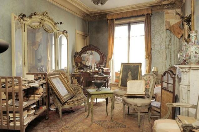 Rimasto intatto per più di 70 anni, quest'appartamento di Parigi svela un tesoro