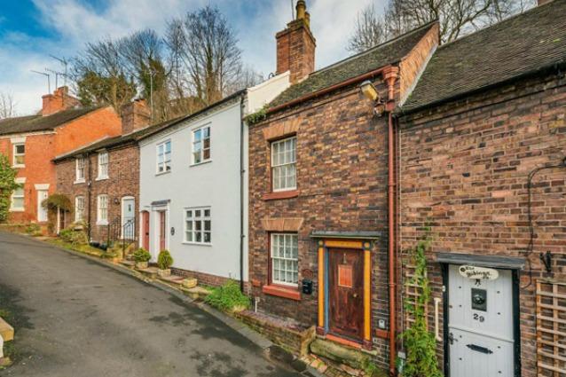 Sembra una comune casa inglese ma quello che nasconde for Piani di casa padronale inglese