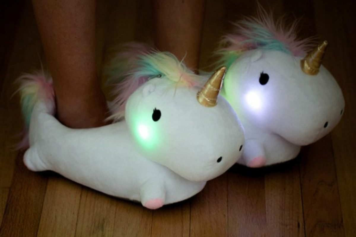 ultime tendenze Super sconto speciale per scarpa Si illuminano quando si cammina: le pantofole unicorno non ...