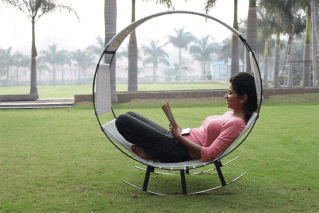 Relax da esterni: per la prima volta un amaca e una sedia a dondolo in un unico arredo