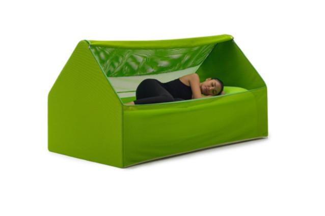 Novit dal salone del mobile 2016 ecco il letto gonfiabile che entra in una borsa - Letto da viaggio ...