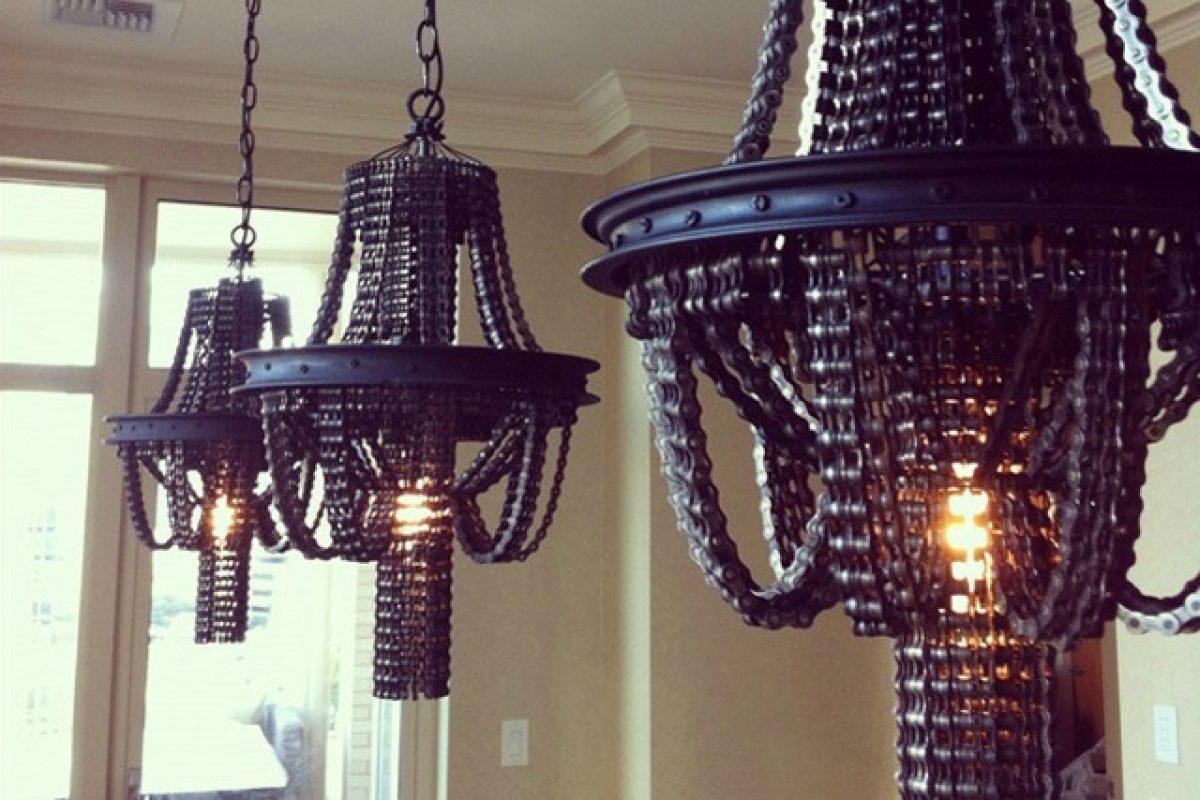 Lampadari Con Bottiglie Di Vetro trasforma vecchie catene di bici in incredibili lampadari: l