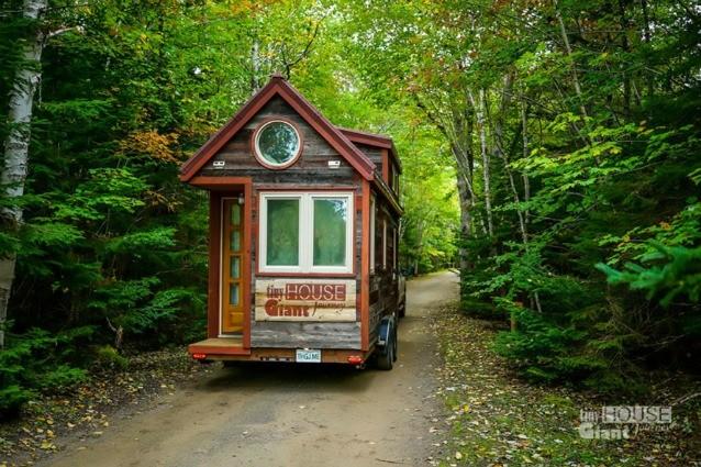 Lasciano il lavoro per girare il mondo: la casa mobile che costruiscono è incredibile