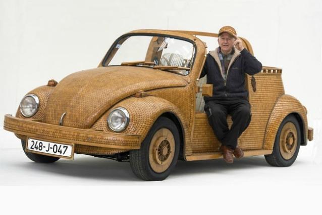 Realizza un maggiolino VW tutto in legno: il risultato è incredibile