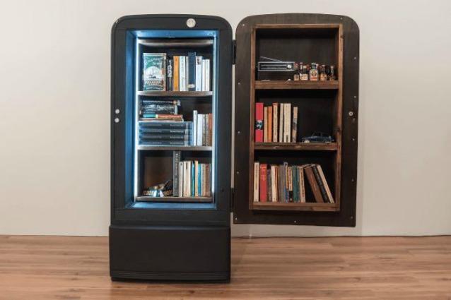 Ecco come un vecchio frigo diventa un 39 originale libreria for Libreria fai da te