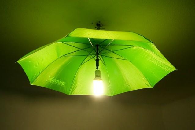 Come riciclare un vecchio ombrello in modo creativo