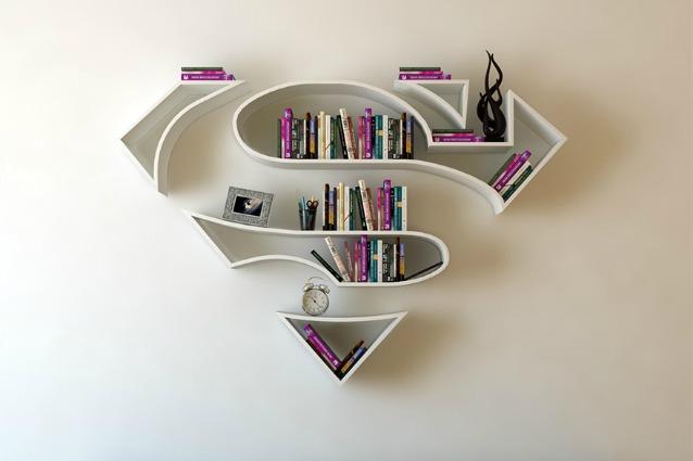 Da Superman a Wonder Woman: ecco le librerie con i loghi dei supereroi