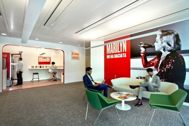 Italia all 39 interno dei nuovi uffici coca cola a milano for Uffici a milano