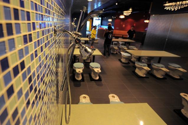 Il ristorante un cesso benvenuti al magic restroom cafe - Cacca nel bagno ...