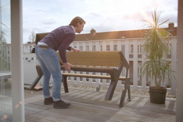 Da panchina a tavolo in pochi secondi: ecco come arredare il balcone in città