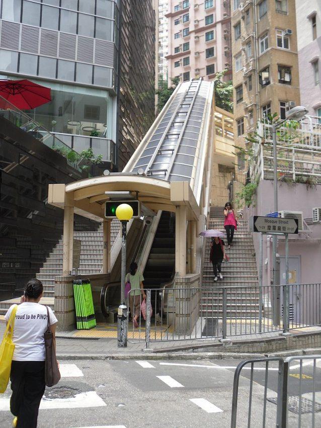Su e gi per honk kong ecco le scale mobili pi lunghe for Mobili piu
