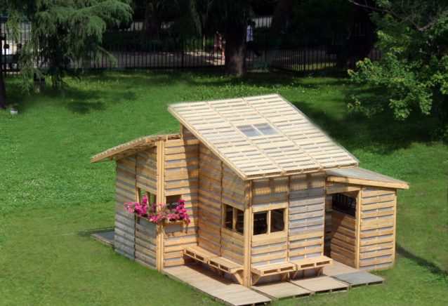 Come costruire una casa con i pallet e spendere meno di for Lavori con bancali