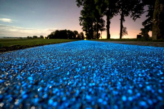 Polonia, in bici sulla pista ciclabile che brilla di notte