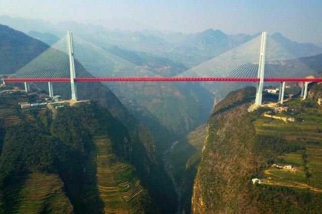La cina a 565 metri di altezza ecco il ponte pi alto del for Piani di fondazione del ponte