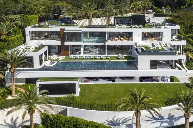 Interni Di Villa Certosa : Berlusconi vende villa certosa arriva l offerta del principe saudita