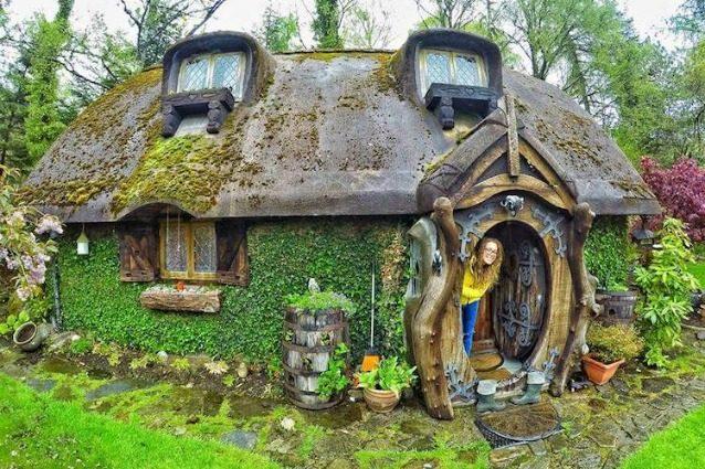 Vivere in una casa hobbit: il sogno di un fan del Signore degli Anelli diventa realtà